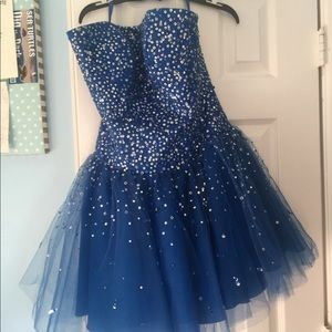 👗💙Blue short and sparkly prom dress